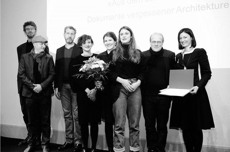 Die Preisträger in der Kategorie Kunstvermittlung: Ines Weizman (r.) und Team mit Thomas Flierl (2.v.r.) (Foto: Ulli Winkler)