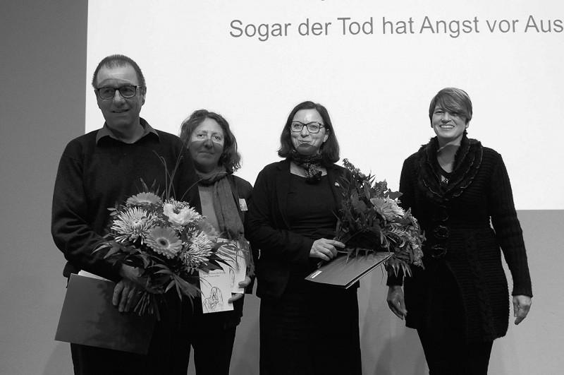 Die Preisträger in der Kategorie Kunstgeschichte Lith Bahlmann (2.v.r.) und Matthias Reichelt mit Laudatorin (Foto: Ulli Winkler)