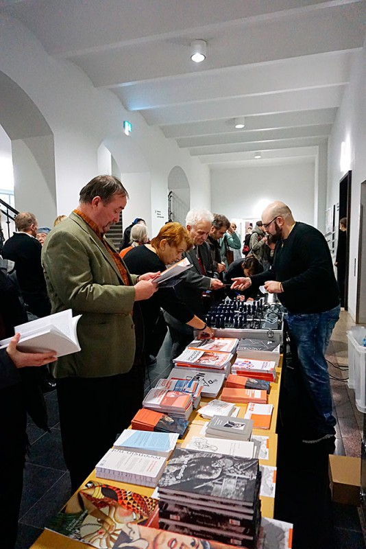 Büchertisch zur Konferenz, Albertinum-Galerie Neue Meister, Dresden, Foto: Susann Scholz-Karas (SSK)
