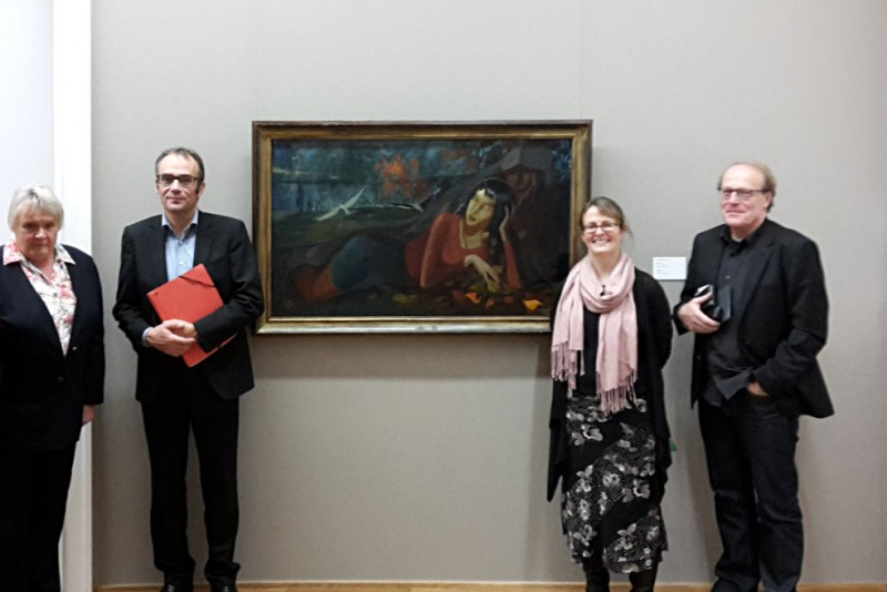 Dr. Maria Heiner, Dr. Florian Weis, Prof. Dr. April Eisman, Dr. Thomas Flierl (v.l.n.r.) vor dem Gemälde <em>Herbst</em> (1947) von Hans Grundig, Foto: OS